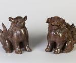 Paar Stellschirmhalter in Form von sitzenden Shishi